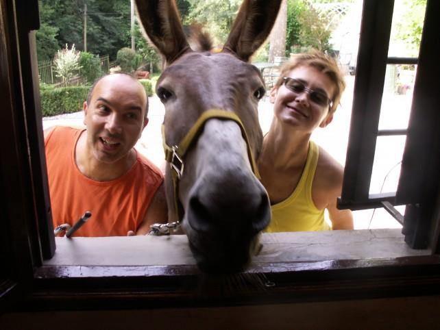 Ieri con Irma, sempre nel cuore. Oggi con Arturo e Charlie. La storia toccante di Antonia